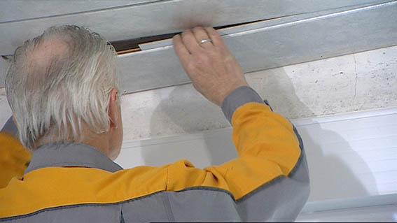 Schwarzer Schimmel Tapete Entfernen : , um sicher zu gehen, dass der Schimmel nicht vom Dachboden kommt